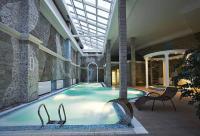 Загородный отель с бассейном в Пушкине